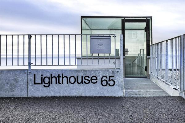 Lighthouse 65 — дом маяк на пляже в Англии